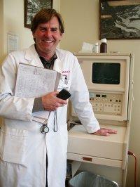 Kardiolog przy aparaturze